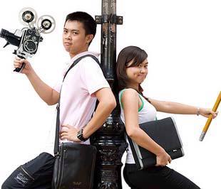 Nguyễn Hoàng (bên trái) và Nguyễn Hồng Thanh Thảo.
