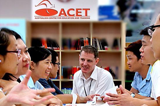 Buổi sinh hoạt câu lạc bộ tiếng Anh diễn ra hàng tuần tại ACET.