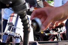 Ngày 10/3, Bộ Tài chính ra một công văn yêu cầu với các doanh nghiệp xăng dầu đầu mối phải điều hành giá xăng, dầu theo nguyên tắc thị trường có sự quản lý của Nhà nước.