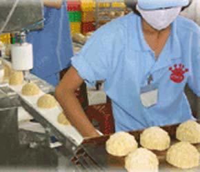 Sản xuất bánh tại nhà máy của Kinh Đô.