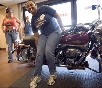 Năm 2006, số xe Harley bán cho khách hàng nữ là 32.000 chiếc, tương đương 12% tổng doanh số của hãng.