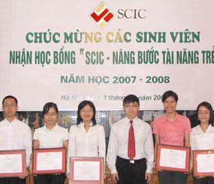 SCIC trao 5 suất học bổng đầu tiên.