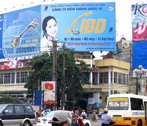 """Đây là một trong những loại hình quảng cáo ngoài trời truyền thống, được dân trong nghề gọi là """"billboard""""."""