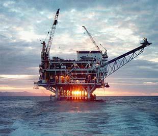 Giá dầu đang chịu tác động của hai nhân tố chính là viễn cảnh ảm đạm của kinh tế thế giới và sự phục hồi của USD.