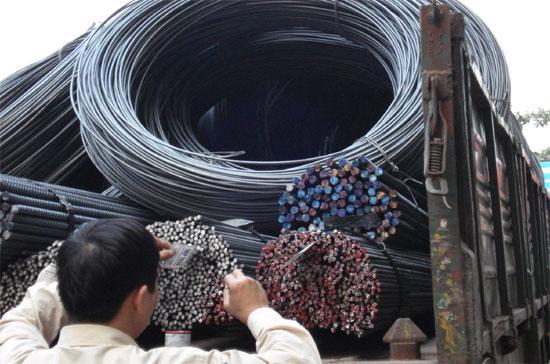 Lượng thép xuất khẩu của Việt Nam là không lớn, nhưng trước đây, gần đây lượng xuất khẩu tăng cao, cộng thêm với giá bán ở mức khá thấp, đã khiến các nước đối tác xem xét đến phương án kiện để bảo vệ sản xuất nội địa.