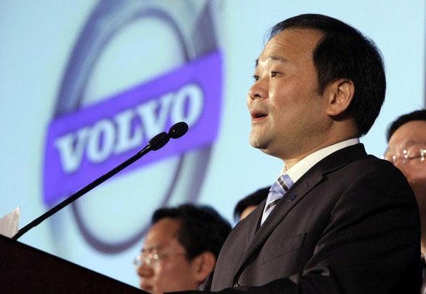 Phát biểu trước báo giới ngày 30/3 tại Bắc Kinh, người sáng lập tập đoàn Geely, ông Li Shufu, đã nêu vắn tắt kế hoạch phát triển Volvo trong thời gian tới - Ảnh: Reuters.