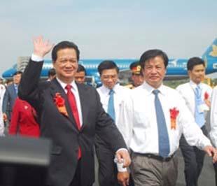 Thủ tướng Chính phủ Nguyễn Tấn Dũng tham dự lễ khánh thành Cảng hàng không Cần Thơ - Ảnh: LĐ.
