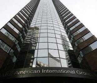 Là tập đoàn bảo hiểm lớn nhất nước Mỹ, từ tháng 9/2008 tới nay, AIG hiện đã nhận khoảng 180 tỷ USD tiền cứu trợ từ Chính phủ để thoát khỏi bờ vực sụp đổ. Chính phủ Mỹ hiện nắm 80% cổ phần của tập đoàn này - Ảnh: Reuters.