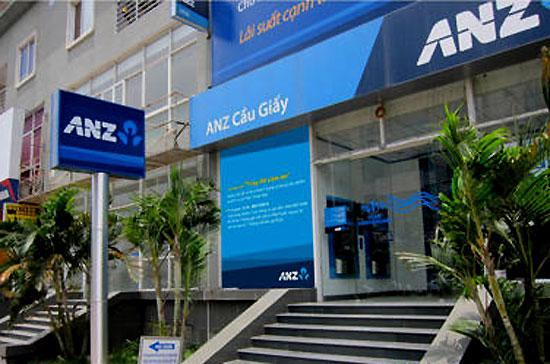 ANZ thiết lập quan hệ với Sacombank từ năm 2005 và năm 2008 tiến hành lập ngân hàng con 100% vốn tại Việt Nam.