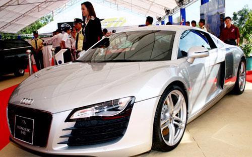 Ttrong 15 ngày đầu tháng 2 chỉ có vẻn vẹn 242 ôtô nguyên chiếc nhập khẩu với giá trị kim ngạch xấp xỉ 6,3 triệu USD - Ảnh: Doãn Khuê.<br>