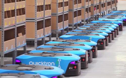 Hãng vận tải Cainiao và trang thương mại điện tử Tmall của Alibaba sở hữu nhà kho có lượng robot AGV(thiết bị tự hành) lớn nhất tại Trung Quốc. Các robot này có thể nâng lượng hàng hóa lên tới 500kg, tự sạc pin và giúp giảm 3 lần thời gian làm việc của nhân viên kho - Nguồn: Alizila, Tech In Asia.<br>