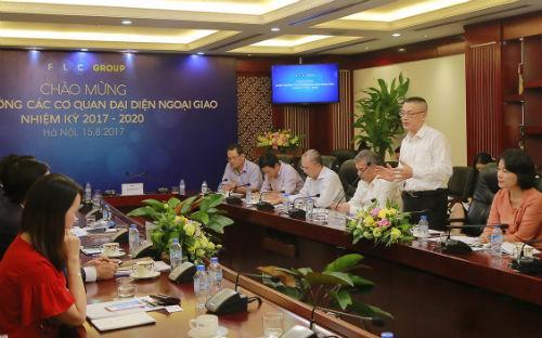 Phát biểu trong buổi gặp mặt, Đại sứ Vũ Quang Minh cho biết, ngoại giao kinh tế luôn được Chính phủ và Bộ Ngoại giao xác định là một trong những trụ cột trọng tâm của phát triển kinh tế.