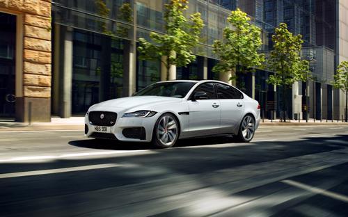 Tại thị trường Việt Nam, Jaguar XF là mẫu xe sedan bán chạy thuộc phân khúc xe thể thao 4 chỗ hạng sang đến từ Anh Quốc.
