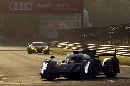 Audi R18 e-tron quattro mang động cơ hybrid vừa ghi tên mình vào lịch sử giải đua xe thể thao Le Mans 24h - Ảnh: Autoblog.