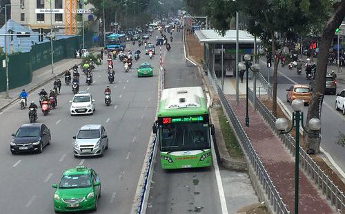 Theo phản ánh của báo chí, mỗi chiếc BRT của Hà Nội có giá đắt hơn chiếc xe cùng loại hiện nay gần 2 tỷ đồng.<br>