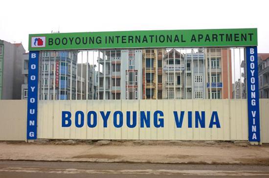 Dự án chung cư cao tầng Booyoung vẫn được quây tôn kín mít sau gần 5 năm khởi công.