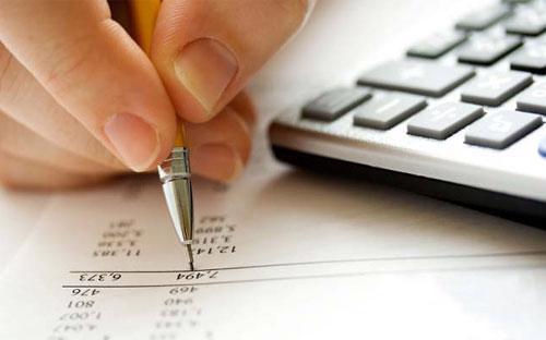 Về việc lập báo cáo tài chính kiểm toán 2012, HOSE lưu ý kiểm toán viên  hành nghề không được ký báo cáo kiểm toán cho một đơn vị được kiểm toán  quá 3 năm liên tục.