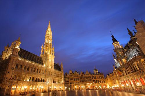 Hiện tại du khách không được phép đến thăm Cung điện Hoàng gia Bỉ vì cảnh sát lo ngại khả năng tấn công khủng bố - Ảnh: VIB.