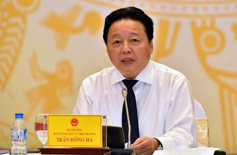 """Bộ trưởng Trần Hồng Hà: """"Nếu có bằng chứng về sai phạm của cán bộ chúng tôi, hãy đưa cho tôi""""."""