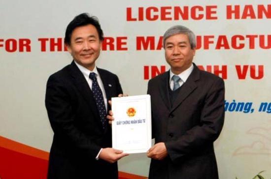 Lễ trao giấy phép dự án Bridgestone hồi đầu năm 2012