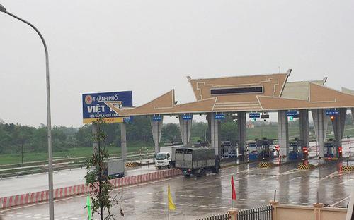 Trạm thu phí cầu Hạc Trì (Phú Thọ), trạm có 8 cửa thu phí nhưng chỉ 4 cửa hoạt động.