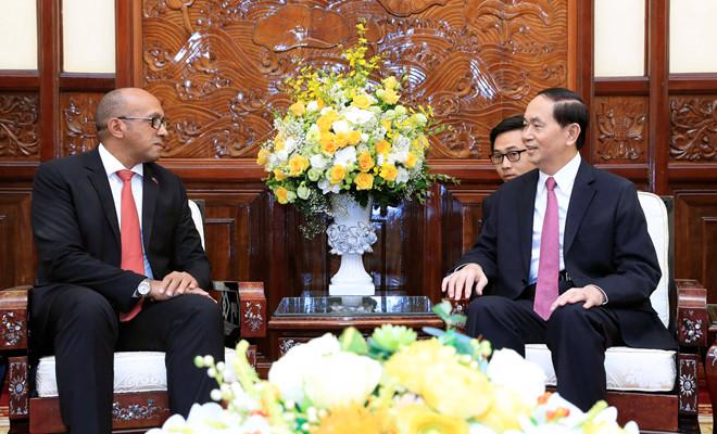 Chủ tịch nước Trần Đại Quang và Đại sứ Cuba Herminio López Diaz - Ảnh TTXVN.