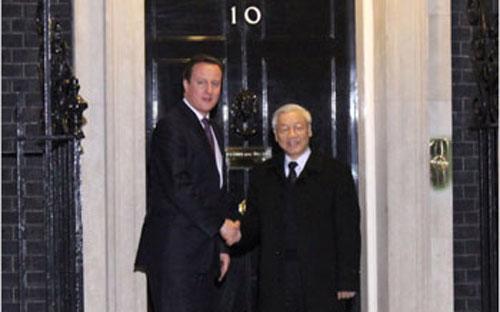 Thủ tướng Anh David Cameron đón Tổng bí thư Nguyễn Phú Trọng.