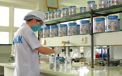 Các sản phẩm Vinamilk luôn được kiểm soát chất lượng trước khi đưa ra thị trường.