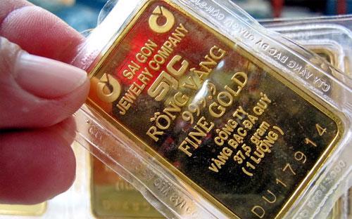 Với tiềm lực dự trữ lên tới trên 12 tuần nhập khẩu, trong khi mỗi tấn  vàng chỉ khoảng 50 triệu USD, giả định, Ngân hàng Nhà nước đã bán ra 40  tấn vàng thì cũng chỉ mới tiêu tốn khoảng 2 - 2,5 tỷ USD, một con số  không tác động gì nhiều tới dự trữ ngoại hối cũng như cung cầu ngoại tệ  trên thị trường.