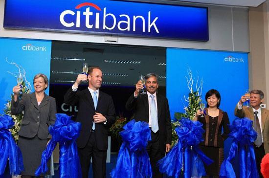 """Ông Brett Krause, Tổng giám đốc Citibank tại Việt Nam: """"Lễ khai trương hôm nay chỉ là điểm khởi đầu của kế hoạch mở rộng kinh doanh của Citi tại Việt nam""""."""