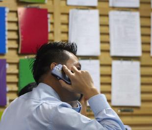 Theo sàn Tp.HCM, việc đưa doanh nghiệp niêm yết vào diện bị kiểm soát chỉ nhằm cảnh báo nhà đầu tư, còn thực tế không có sự kiểm soát nào về hoạt động kinh doanh - Ảnh: Việt Tuấn.