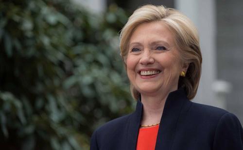 Nhiều chuyên gia phân tích chính trị khẳng định kết quả điều tra mới nhất mà FBI công bố sẽ giúp bà Hillary Clinton giành lại lợi thế trước ông Donald Trump - Ảnh: Reuters.<br>