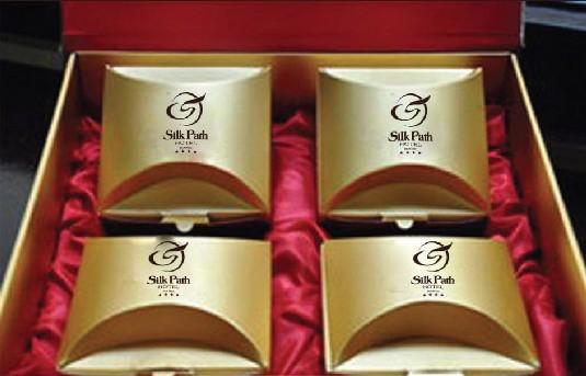 Bánh trung thu Silk Path được bày bán tại sảnh khách sạn từ ngày 29/8/2012.
