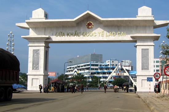 Cửa khẩu quốc tế Lào Cai. Tỉnh này vẫn giữ được vị trí trong top 10 PCI 2010.