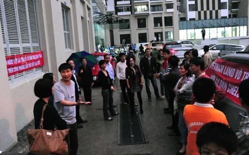 Mặc dù Hà Nội đã ban hành khung giá, nhưng trong thời gian qua vẫn xảy ra nhiều tranh chấp, khiếu kiện giữa cư dân và chủ đầu tư về mức phí dịch vụ tại các chung cư.<br>
