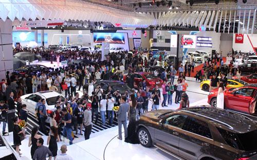 150 mẫu xe đến từ 18 thương hiệu với tổng giá trị ước tính hơn 250 tỷ đồng được trưng bày tại VMS 2015.