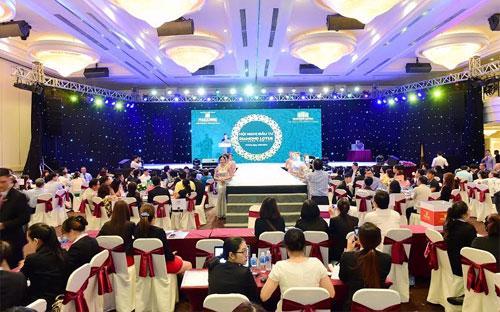 Trong Hội nghị đầu tư dự án Diamond Lotus Lake View, Phúc Khang đã chính  thức bắt tay ký kết hợp tác với những đối tác hàng đầu Việt Nam để cùng  xây dựng, phát triển, vận hành và phân phối dự án.