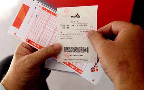 Sau 4 tháng triển khai bán vé số tại 5 tỉnh miền Nam, đặc biệt là 1  tháng gần đây, Vietlott gây sự chú ý khi liên tục công bố 3 người trúng  số với tổng giá trị giải thưởng 228 tỷ đồng.