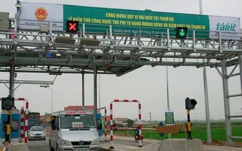 Theo phản ánh của doanh nghiệp vận tải và người tham gia giao thông, phí đường bộ qua các trạm BOT hiện nay quá cao.<br>