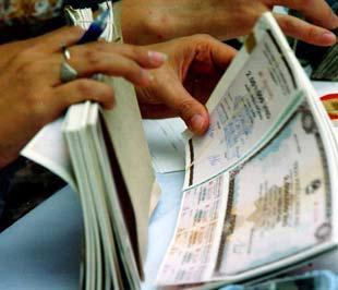 Trong năm 2008, SGB được phát hành 1.000 tỷ đồng trái phiếu chuyển đổi và Viet A Bank được phát hành 400 tỷ đồng trái phiếu chuyển đổi.
