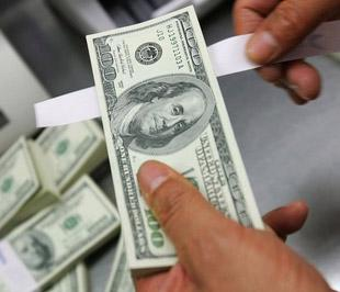 Áp lực lên đồng Việt Nam trong tháng 5 và tháng 6/2008, hoặc từ tháng 9 phần lớn phản ánh sự lo lắng của người dân hoặc sự kỳ vọng vào việc thiếu tính thanh khoản bằng đồng USD trong hệ thống, và không nhất thiết phản ánh tình hình cung-cầu thực tế - Ảnh: Getty Images.