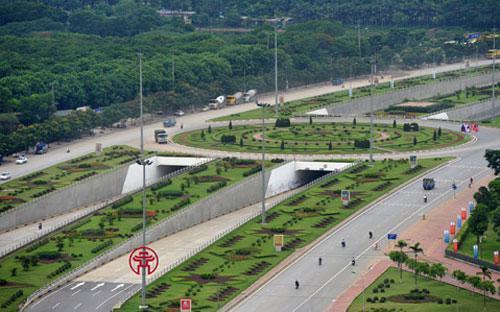 Với chiều dài toàn tuyến lên tới 29,2 km, Thăng Long là đại lộ dài nhất và hiện đại nhất Việt Nam, đã thông xe từ tháng 10/2010.<br>