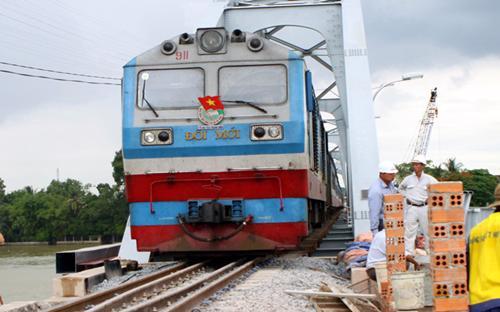 Hiện VNR có 20 đơn vị, doanh nghiệp trực thuộc (mà VNR nắm giữ trên 50%  cổ phần) thực hiện nhiệm vụ quản lý gác chắn, đường ngang, tuần đường sắt  ngày đêm.