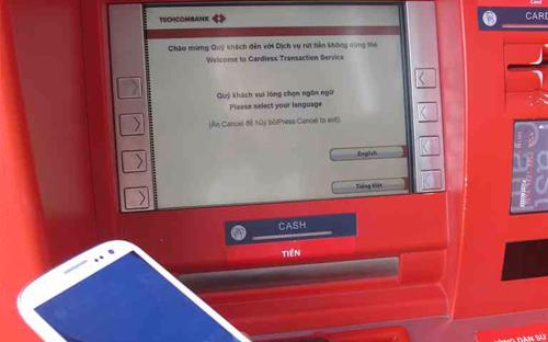 Tính năng vượt trội của dịch vụ này ở chỗ khách hàng có thể chuyển tiền  tới người nhận không có thẻ ATM của ngân hàng, trong khi đó người nhận  sẽ vẫn rút được tiền từ máy ATM.