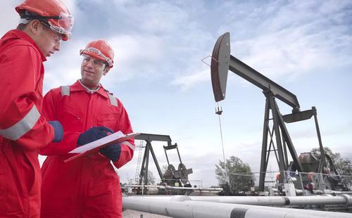 Tính từ mức thấp thiết lập vào tháng 2/2016, giá dầu thô trên thị trường Mỹ đã tăng hơn 85% bởi kỳ vọng tình trạng dư thừa dầu sẽ sớm chấm dứt - Ảnh: GettyImages.