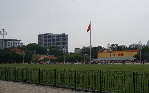 Sai phạm tại dự án 8B Lê Trực đã gây ra nhiều bất bình của dự luận vừa qua đối với chủ đầu tư lẫn cơ quan quản lý quận Ba Đình và thành phố Hà Nội.<br>