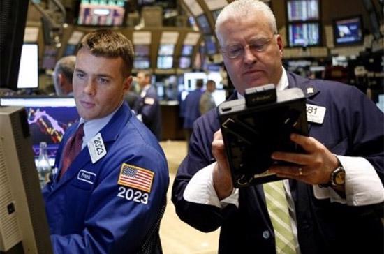 Phiên đầu tuần này cho thấy diễn biến của thị trường Mỹ tiếp tục có những bất ngờ trong giờ giao dịch cuối, vốn thường lặp đi lặp lại trong nhiều phiên giao dịch qua - Ảnh: AP.