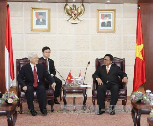 Tổng bí thư Nguyễn Phú Trọng hội kiến với Chủ tịch Hội đồng đại biểu  địa phương Indonesia (tức Thượng viện) Oesman Sapta Odang, chiều 22/8 - Ảnh: TTXVN.