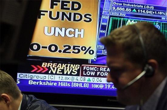 Lúc FED công bố thông tin về chính sách tiền tệ, Dow Jones vẫn duy trì mức tăng trên 1%, nhưng chỉ tăng 0,31% khi kết thúc ngày giao dịch - Ảnh: Getty Images.