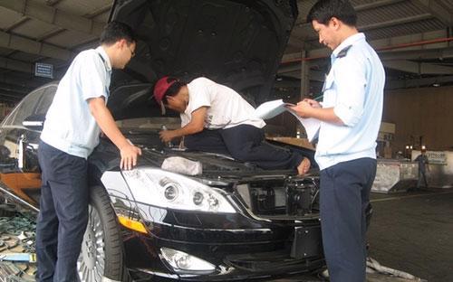Trong khoảng một năm trở lại đây, lượng giấy phép nhập khẩu ôtô, xe máy  dạng tài sản di chuyển của Việt kiều hồi hương đã tăng đột biến - Ảnh: baohaiquan.vn<br>
